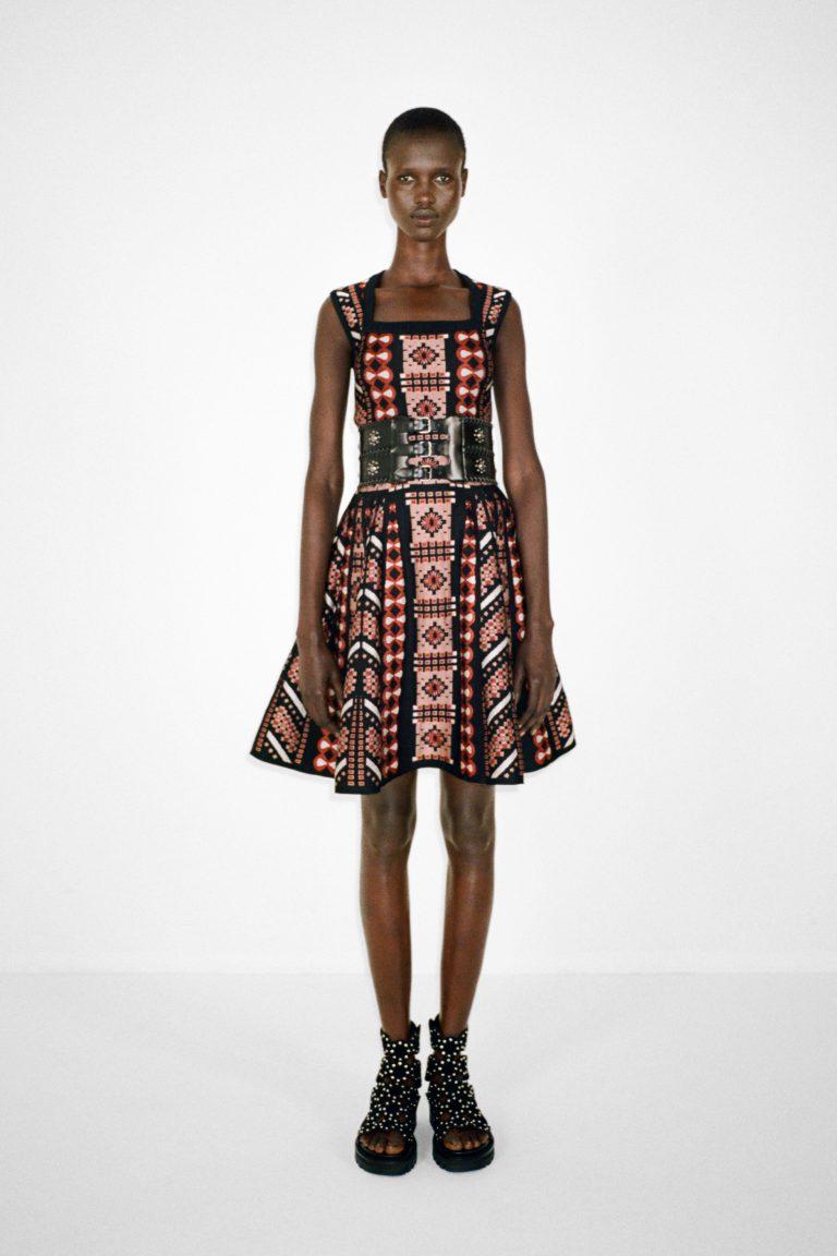00023-alaia-couture-fall-21-credit-pierre-ange-carlotti